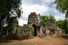 We finally reach the gopura of Preah Khan
